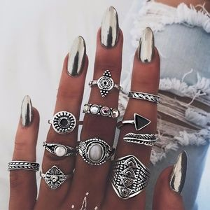 LAST ONE!! Ring set (10 included)